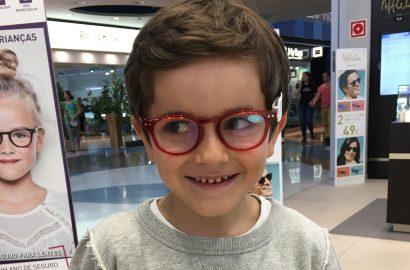 Será que o Afonso precisa de óculos?