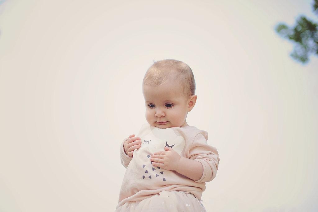 Eu sei que na internet podemos dizer tudo e podemos dizer mal de tudo mas na verdade isto faz todo o sentido e sim: devemos pedir autorização ao bebé para mudar a fralda.