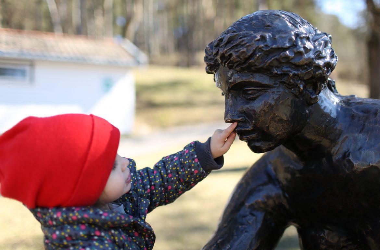 Eu dou beijos na boca aos meus filhos