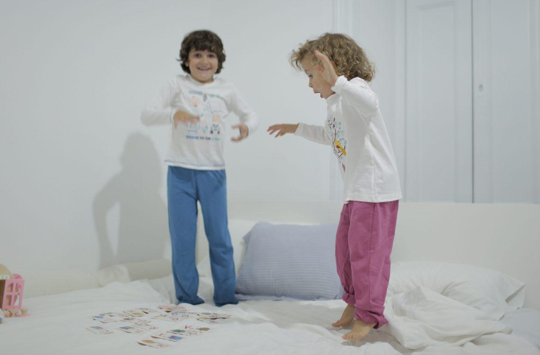 Pijama. O ato de vestir o pijama é como entrar em casa por outra porta